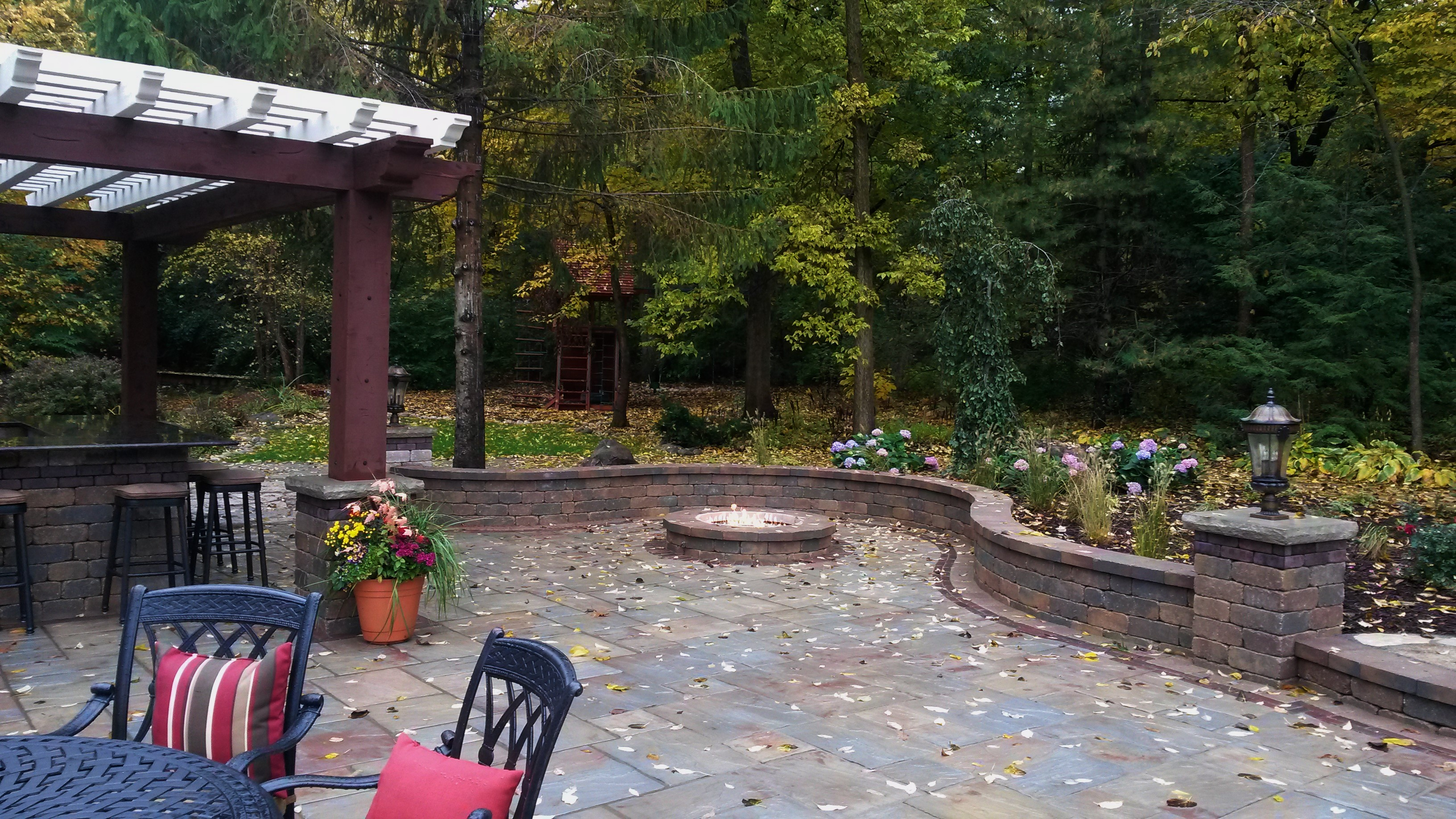 outdoor living space landscapes